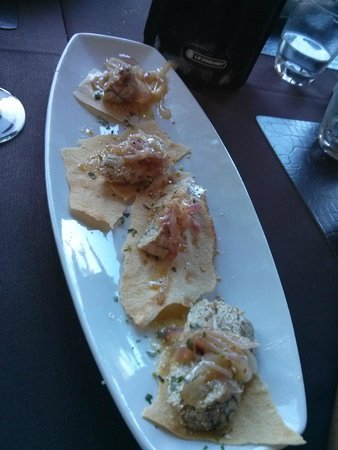 Punto d'Anzio: Antipasto - ventresca fresca di pesce san pietro su pane carasau