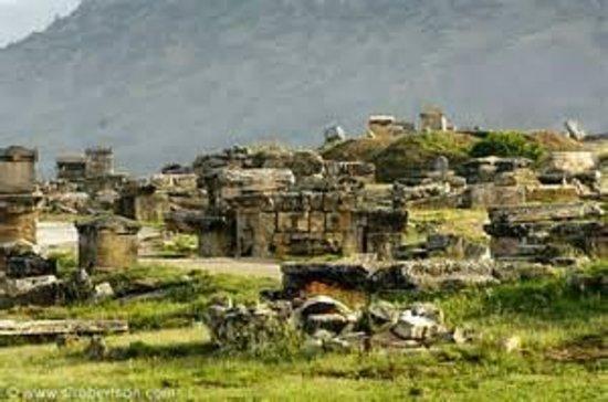 Hierapolis & Pamukkale : plus de 1200 tombes de différentes époques