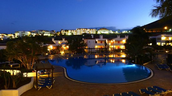 Fuerteventura Princess: The pool at night