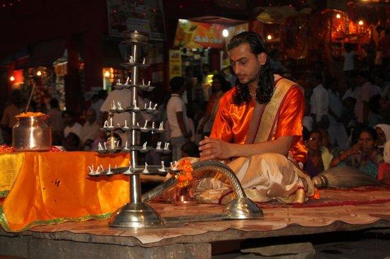 Dasaswamedh Ghat: Aarti start