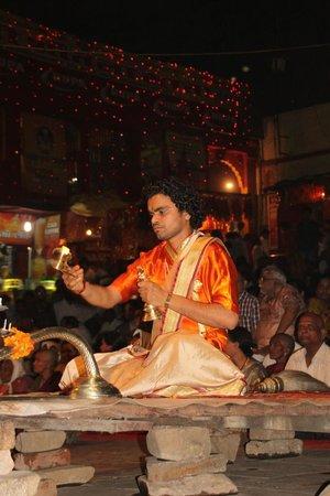 Dasaswamedh Ghat: ceremony