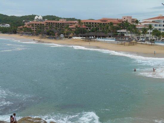 Barcelo Huatulco: Vista panorámica desde playa tangoluna