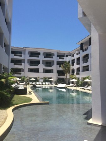 Cabo Azul Resort: other pool in right wing