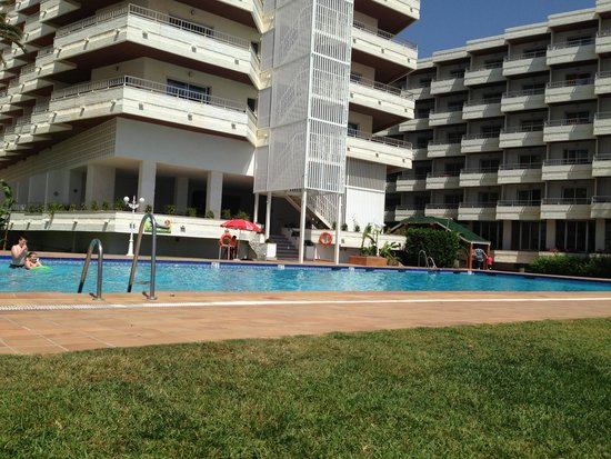 Bajondillo Apartments: Pool