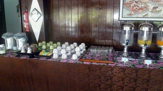 NovaSamui Resort Koh Samui: servizio a buffet bevande calde e succhi
