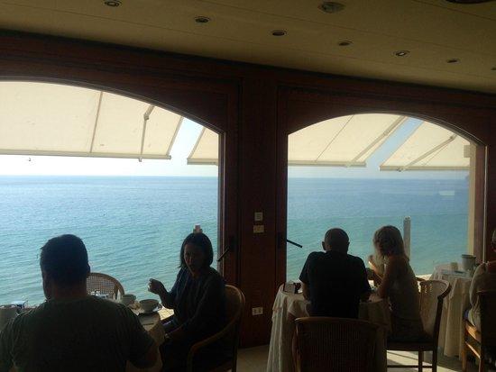 Grand Hotel Spiaggia: La panoramica sala da pranzo