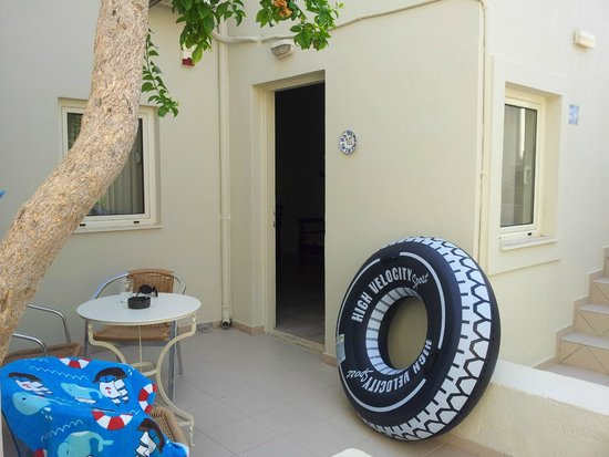 Ourania Apartments & Hotel: Room entrace door!!!
