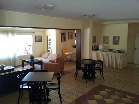 Ourania Apartments & Hotel: Dining room area