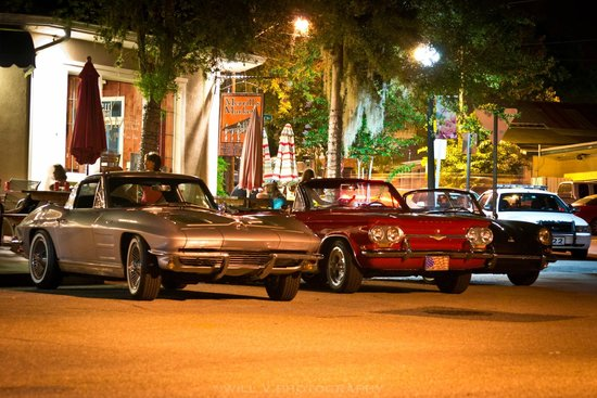 Merrill's Patio Bistro and Wine Bar: Monthly Cruise In
