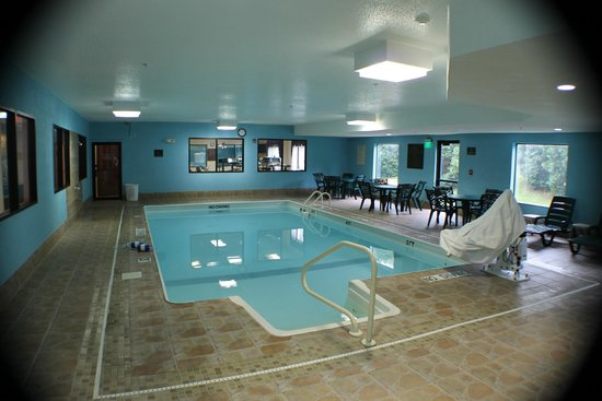 Quality Inn & Suites: Pool Recently renovated.