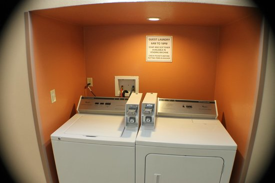 Quality Inn & Suites: Coin Laundry