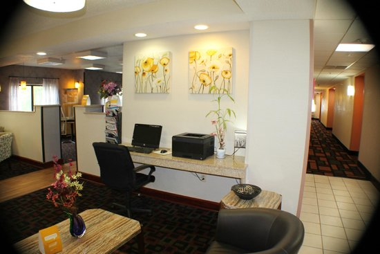 Quality Inn & Suites: Bussiness center