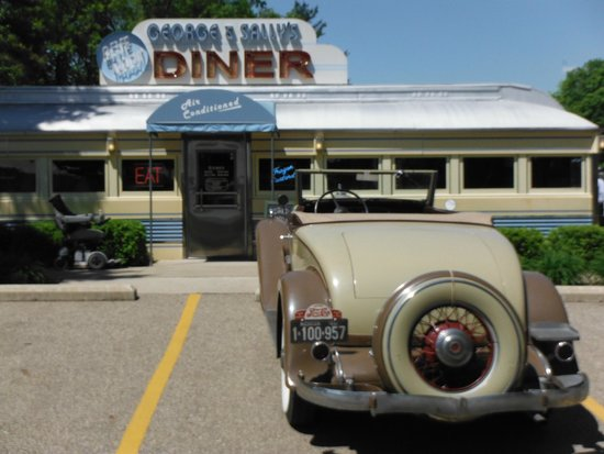 George & Sally's Blue Moon Diner: George and Sally Diner