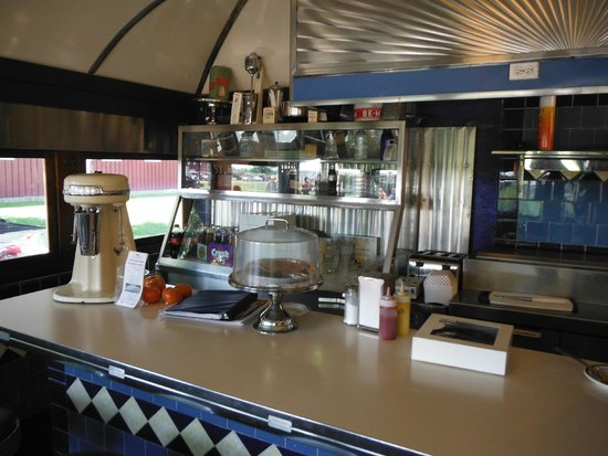 George & Sally's Blue Moon Diner: Counter top
