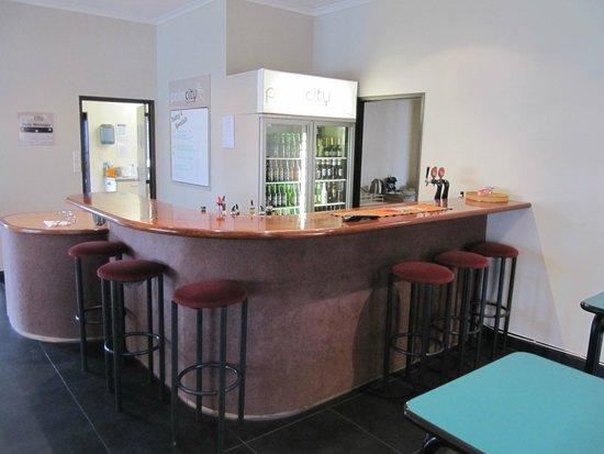 Palm City Motor Inn : Bar area