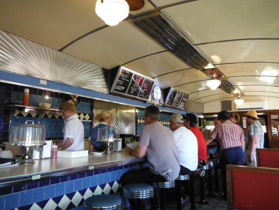George & Sally's Blue Moon Diner: Counter Service