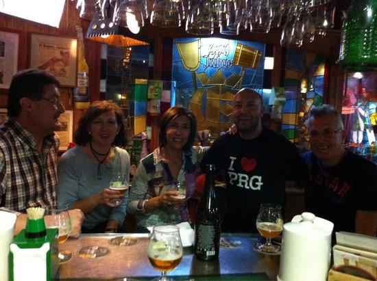 Cerveceria La Barraca: Entrañable momento con viejos amigos a los que hacia tiempo que no veía