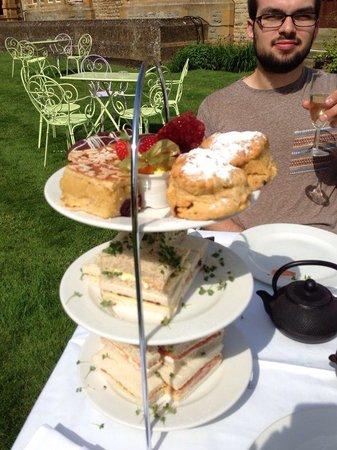 Eynsham Hall Hotel : Afternoon tea
