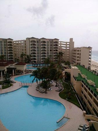 The Royal Caribbean : Vista de una de las Piscinas