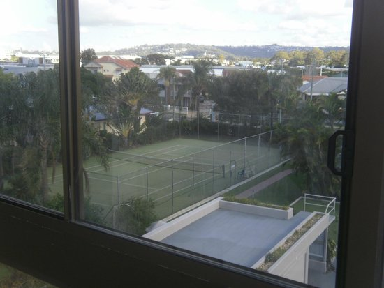 Trafalgar Towers: View from room Tennis court and hills