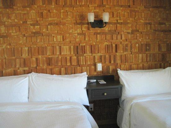 Kingfisher Oceanside Resort and Spa: renovated bedroom