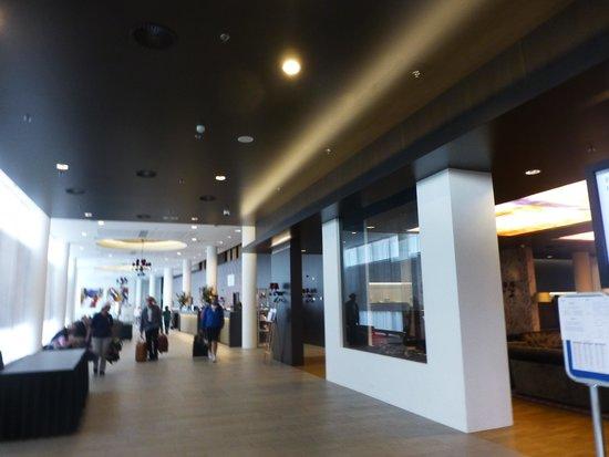 Park Plaza Amsterdam Airport: Lobby