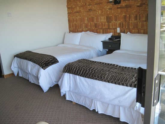 Kingfisher Oceanside Resort and Spa : renovated room