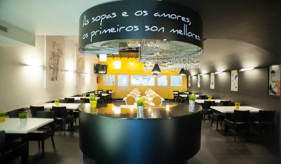 A Taberna da Feira: In between the bar and the formal seating