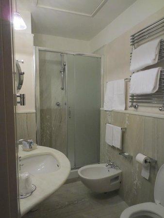 Hotel delle Nazioni : Bathroom