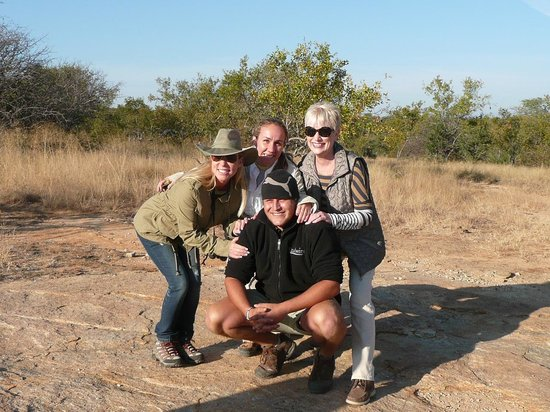 Ezulwini Game Lodges : Guide, Josh, with the ladies