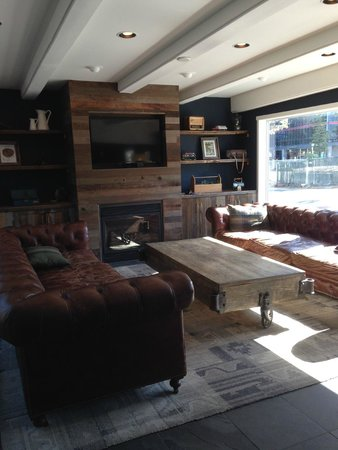 Basecamp South Lake Tahoe: lobby