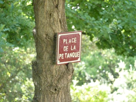 Mas Saint Michel: Sign near the petanque court
