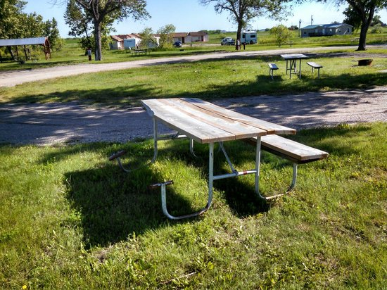 Circle 10 Motel & Campground: Have a seat, and enjoy