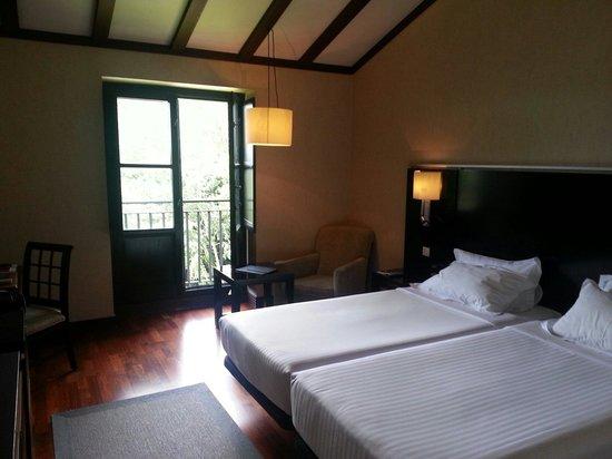 AC Hotel Palacio de Santa Ana: Habitación con vista al río.