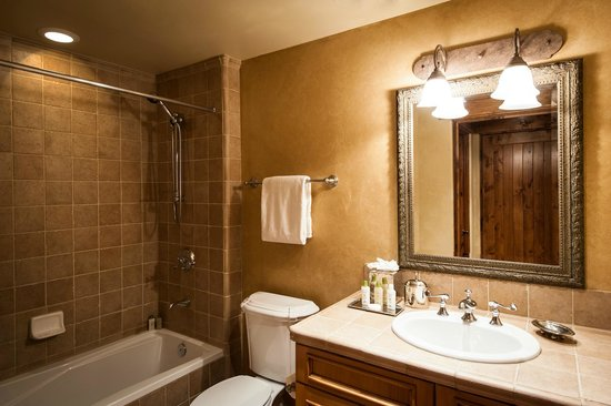 The Chateaux Deer Valley: Bathroom