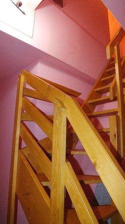 Hostel Marrakesh: Escadas para os quartos