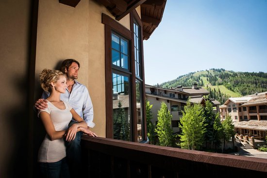The Chateaux Deer Valley: Mountain Views