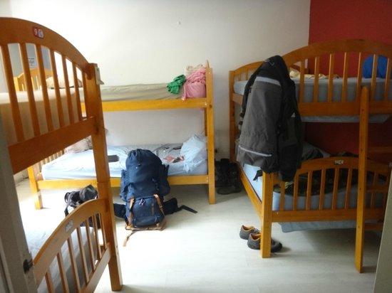 Los Mostros Hostel: Habitacion de 6