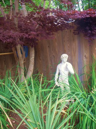 Rams Head Inn: David Statue in the garden