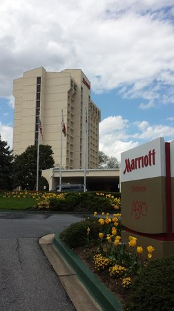 Bethesda Marriott: Front of the hotel
