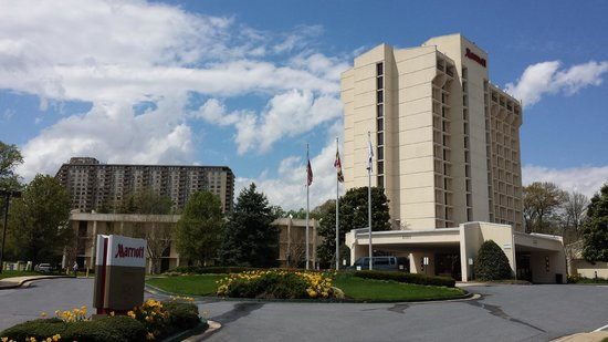Bethesda Marriott: The side of the hotel