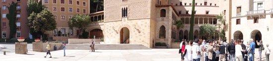 Barcelona Turisme - Afternoon in Montserrat Tour: Monsterrat cathedral square