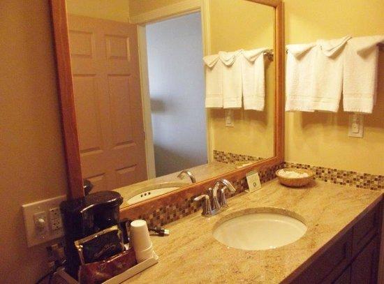 Norseman Resort: Renovated oceanfront bath