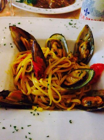 Enoteca Da Valentino : Mussels and Linguine