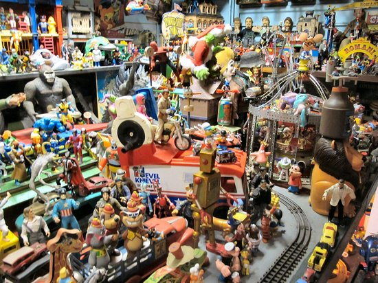 Apple Valley Hillbilly Garden and Toyland : A World Of Toys