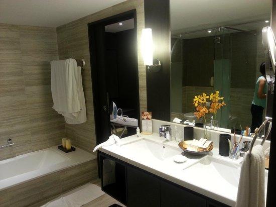 Pan Pacific Orchard: Suite (Bath)