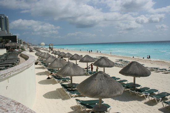 JW Marriott Cancun Resort & Spa: Beach in front of hotel