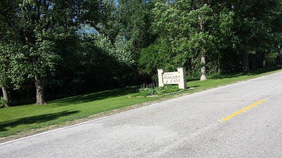 Niagara Cave: Sign near entrance to property