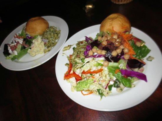 Duke's Waikiki: Salad bar
