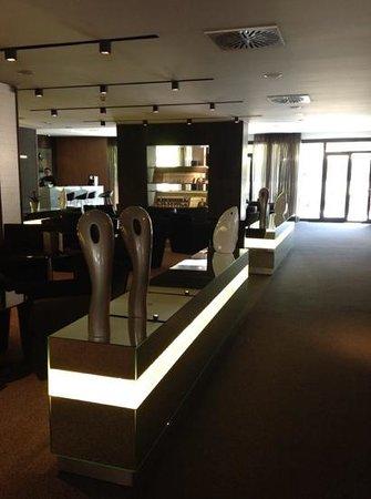 AC Hotel Atocha: open lobby